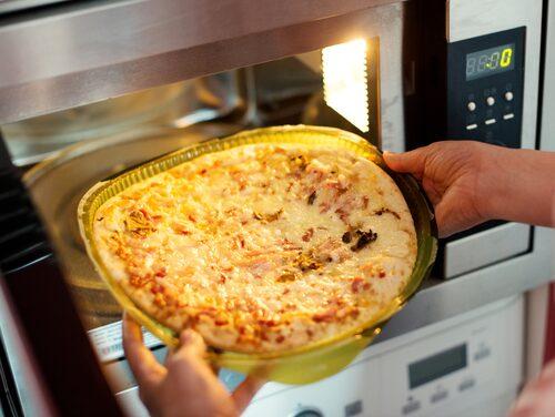 Med en crispfunktion kan du till och med göra pizza i mikron.