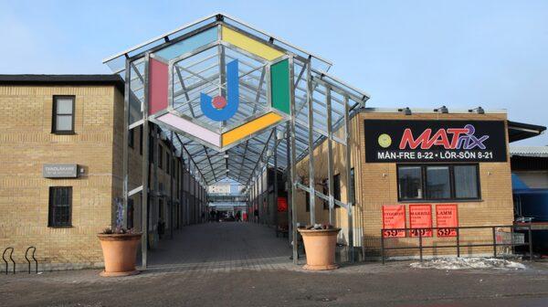 Jordbro har både Coca-Colafabrik och lekplatser.