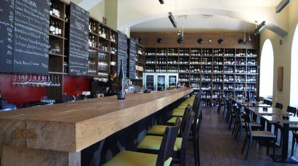 Ska man prova de tjeckiska vinerna så finns det inget bättre ställe än Vinograf.