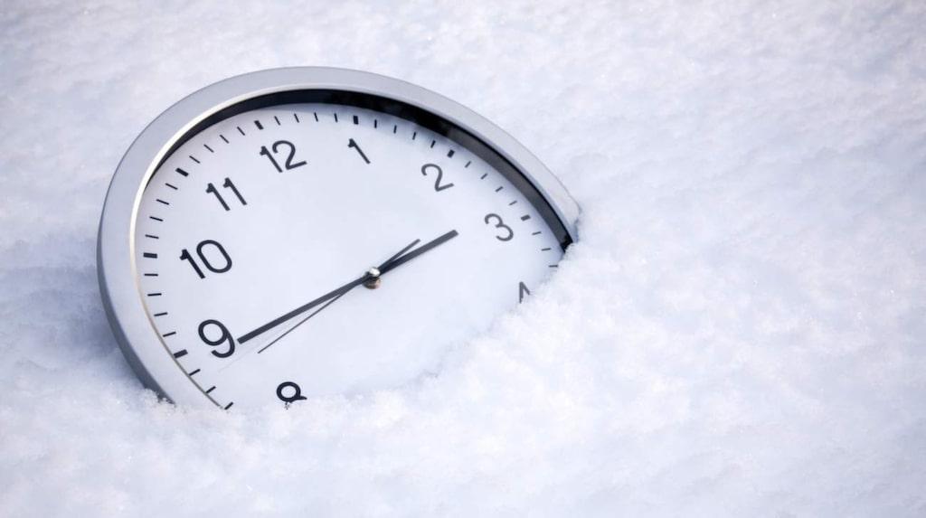 Söndag den 28 oktober 2018 gäller det att ha koll på om klockan ska ställas framåt eller tillbaka.