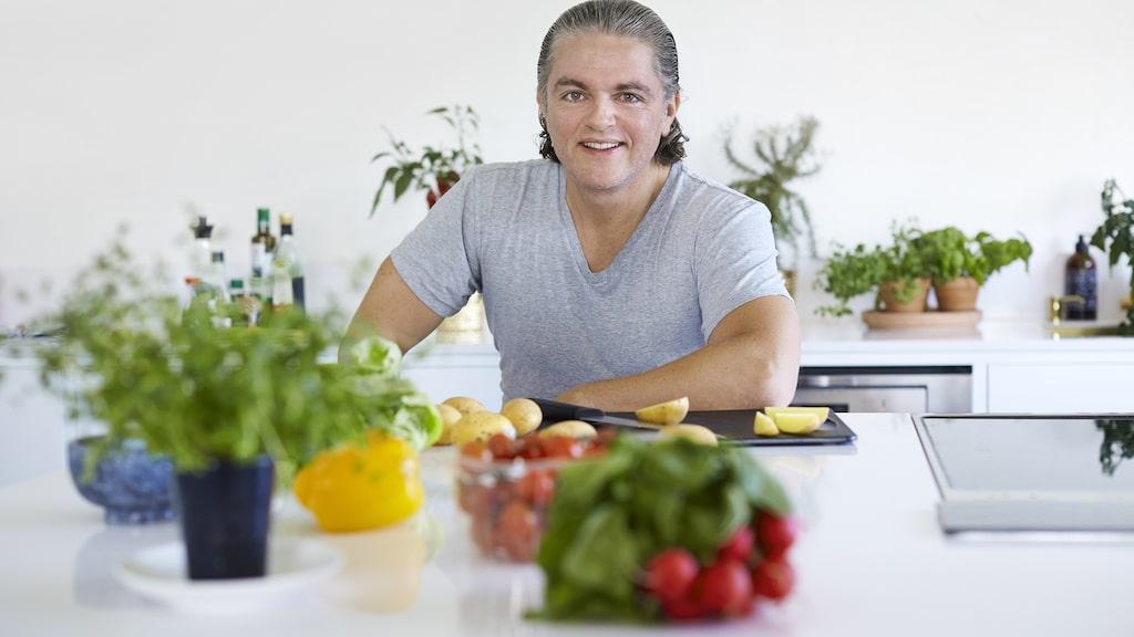 Havregryn, kokos och frukt. Näringsfysiolog Fredrik Paulún, kostexpert i nya hälsoappen Wellie, listar de mest mättande råvarorna du kan äta.