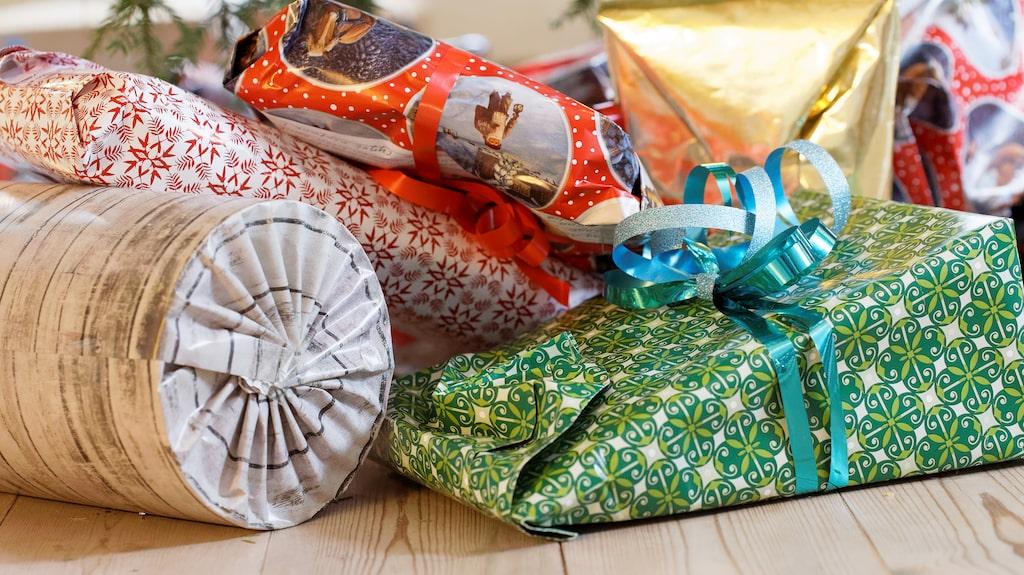 Det är roligt att satsa på inslagningen när man spelar julklappsleken –då vill fler och fler ha just det paketet.