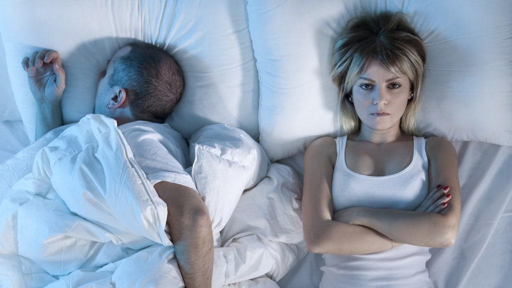 Visste du att vi tillbringar nästan 3000 timmar per år i sovrummet? Och att väldigt många lider av sömnproblem. Men det går att åtgärda på enkelt sätt genom rensning.