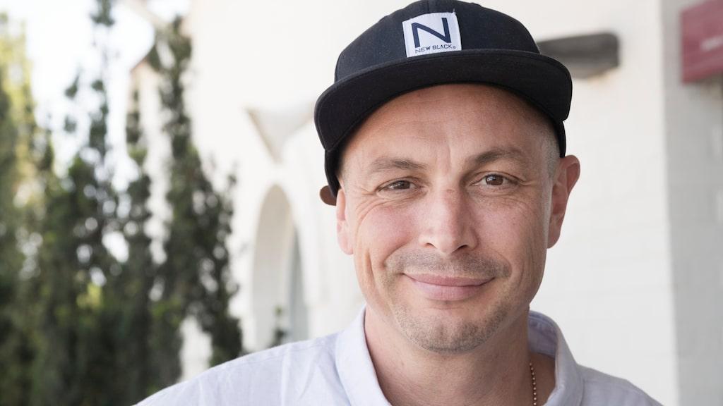 Petter Alexis säljer sin villa i Åre för att flytta till ett större hus.