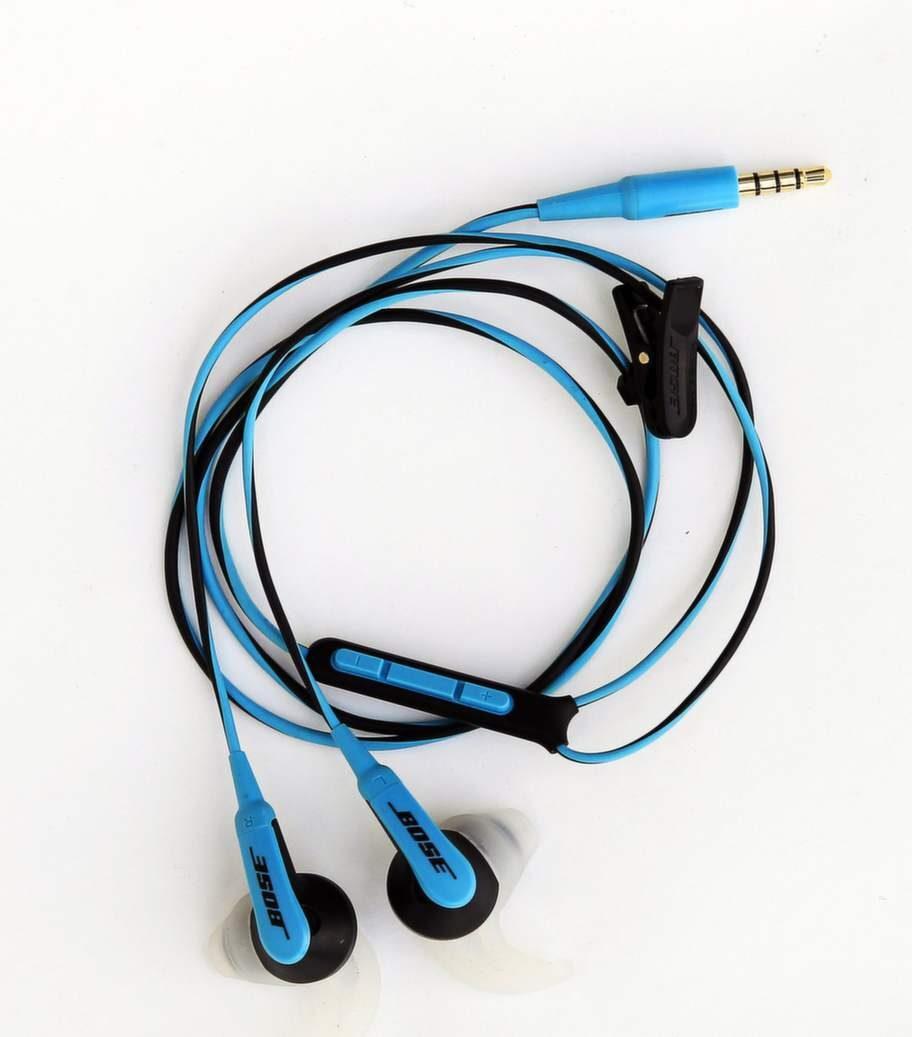"""<strong><exp:icon type=""""wasp""""></exp:icon><exp:icon type=""""wasp""""></exp:icon><exp:icon type=""""wasp""""></exp:icon><exp:icon type=""""wasp""""></exp:icon><br>Bose, SIE2i sport headphones</strong><br>1 099 kronor för musik/ 1 399 kronor för hörlurar med mikrofon.<br>Bra träningslurar med inbyggd fjärrkontroll och mikrofon som passar till iPod och iPhone. Sportarmband, klädklämma, förlängningskabel och öronpluggar i tre storlekar följer med. Vikt 18 gram.<br>Lurar och sladdar är tåliga i konstruktionen vilket är ett stort plus. Sitter okej och har väldigt fint ljud, men så kostar de en slant också. Står de pall länge är det en bra investering."""