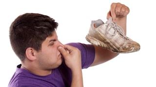 Illaluktande skor? 5 knep för att få bort dålig | Hälsoliv