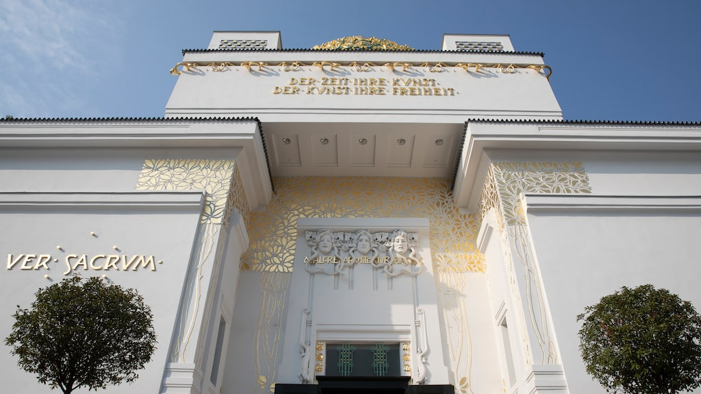 Wien är känt för sina jugendbyggnader. Här syns konstmuseet Wiener Sezession byggt 1898.
