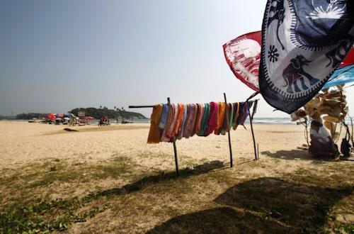 Beruwela är en livlig strand med sarongförsäljare.