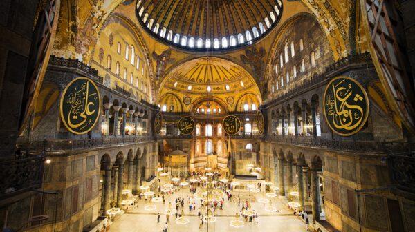 Hagia Sofia i Istanbul är en av världens största kyrkor.