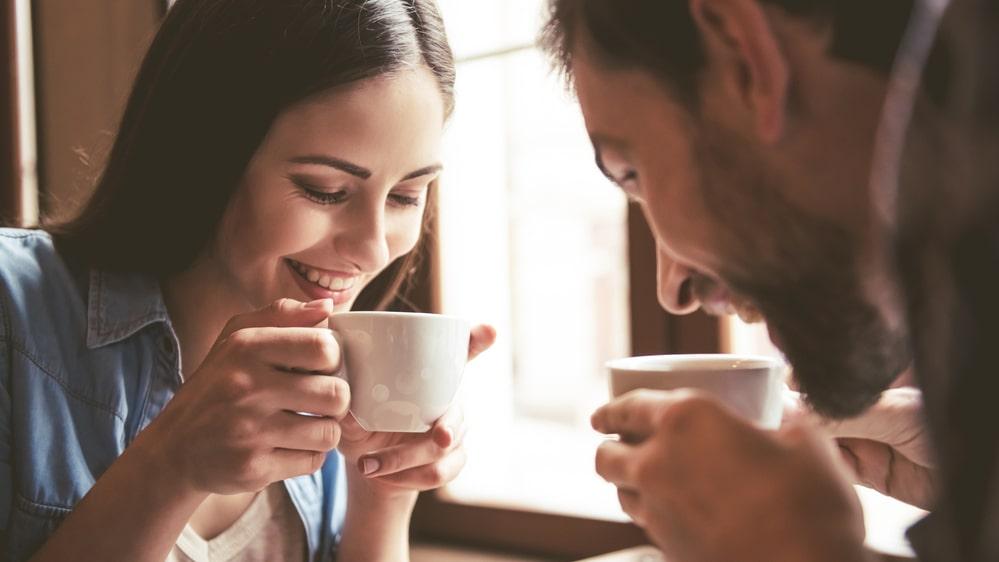 Om du vill maximera koffeinintaget ska du välja bort mörkrostat kaffe.