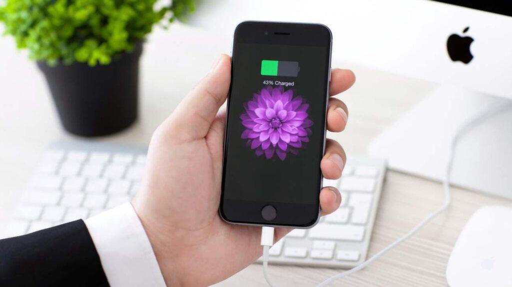 Kom ihåg att dra ut kontakten ur väggen när mobilen är färdigladdad.