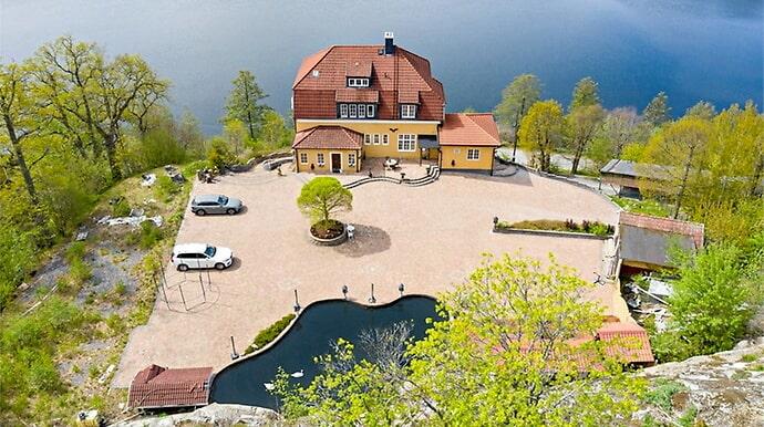 Det här huset tillhör mångmiljonären Leif-Ivan Karlsson – och är fortfarande till salu.