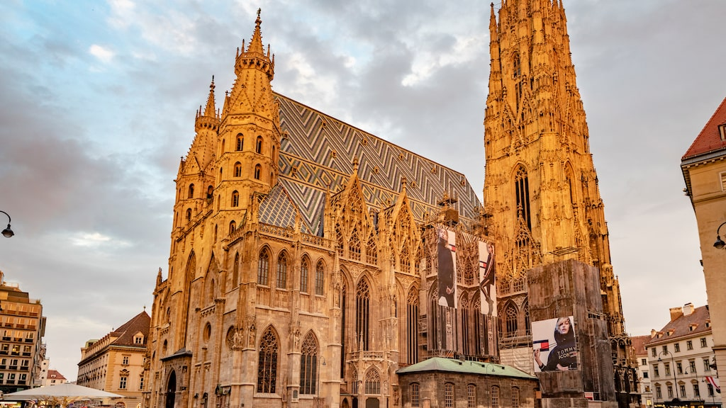 Domkyrkan Sankt Stephanskatedralen i gotisk stil är säte för ärkebiskopen i Wien, Österrike.