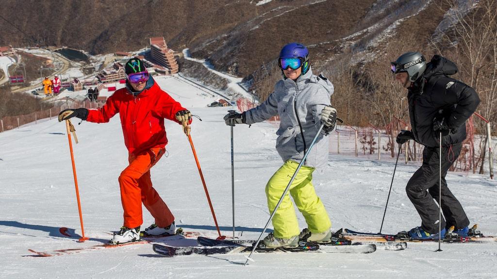 Fotograf Felix Oppenheim och reporter Niclas Sjögren reste till Nordkorea med Kerstin Sundberg, före detta åkare i alpina landslaget, och skidliftkonstruktören Fredrik Biehl.