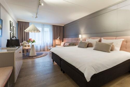 Radisson Blu Scandinavia Hotel håller på att få ett ansiktslyft.