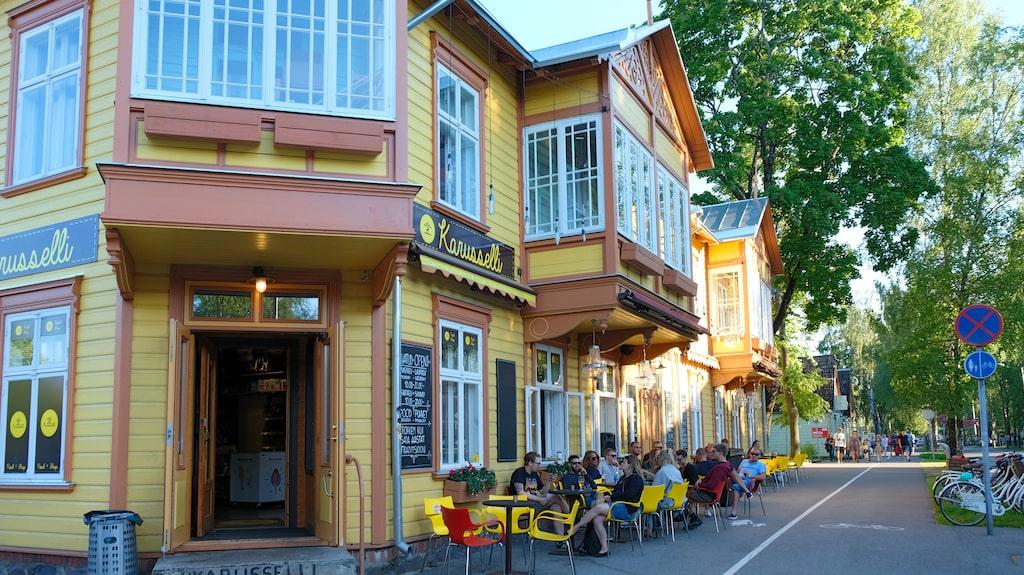 Utöver att agera matbutik, kafé och partyställe hyr Karuselli i Pärnu även ut lägenheter.