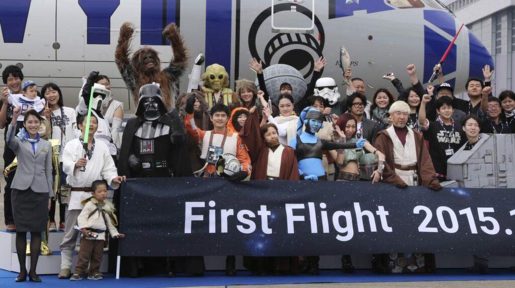 <p>Hela gänget inför flygningen med R2-D2-planet. Bläddra vidare i bildspelet för att se fler bilder.<br></p>