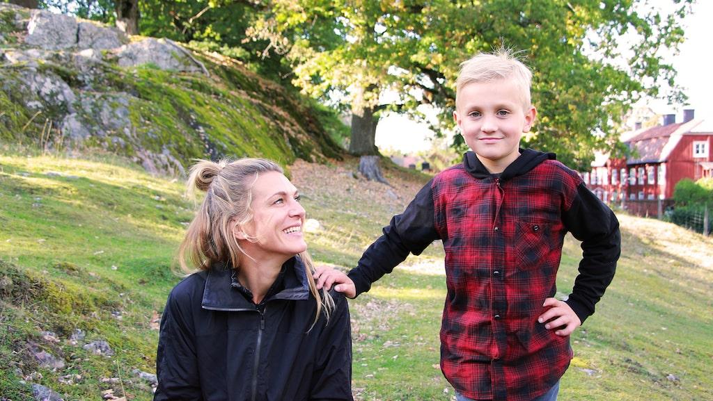 Erika Kits Gölevik och sonen Knut visar hur du kan kombinera nytta med nöje.