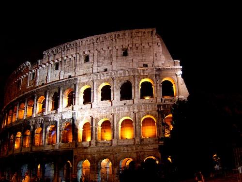 Colosseum i Rom, Italien är den populäraste sevärdheten under 2018.
