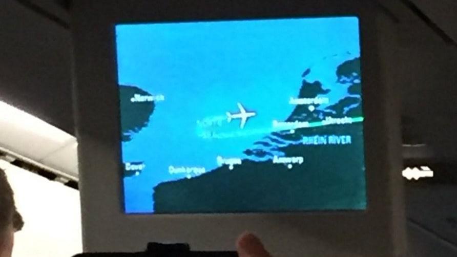 När planet var halvvägs över Nordsjön och mindre en timme från Heathrow gjorde det en U-sväng.