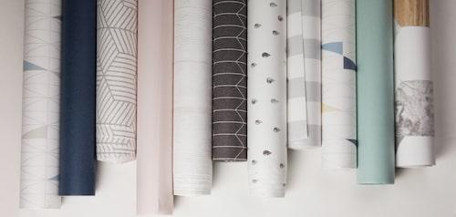 Det finns oändligt av tapeter att välja bland. Välj en som harmoniserar med de övriga väggarna.