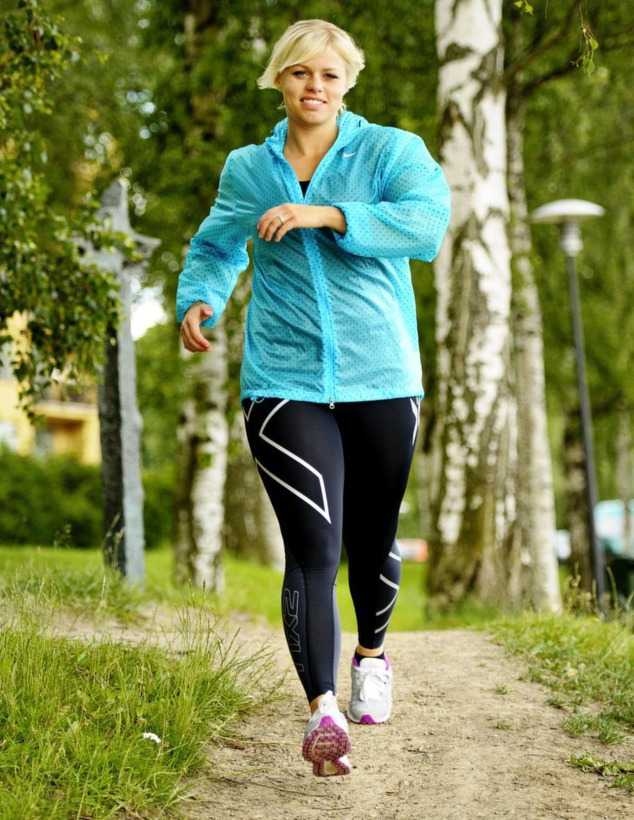 Gå i rätt takt<br>Genom att ha koll på höfter, armar och tår kan du  öka takten. Du behöver hitta din egen promenadtakt - vilket studier har  visat sig förbättra din hälsa samt kroppsform. Detta varierar dock från  person till person då vissa kan få bra resultat av att gå i en  långsammare takt än en annan. Känn efter själv.