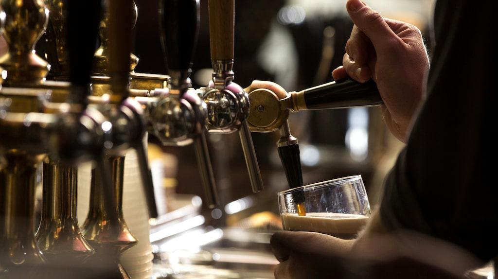Ölpriset på krogen varierar kraftigt runtom i Europa.