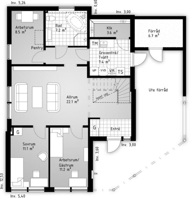 Det här är ett effektivt planerat sluttningshus som kan anpassas efter  olika terrängförhållanden. Det är högt i tak i övervåningens stora  kombinerade allrum och kök. Dessutom finns rejäla sällskapsytor på den  stora terrassen utanför vardagsrummet.