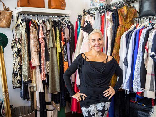 Hitta spännande kläder hos Naty Šaty.