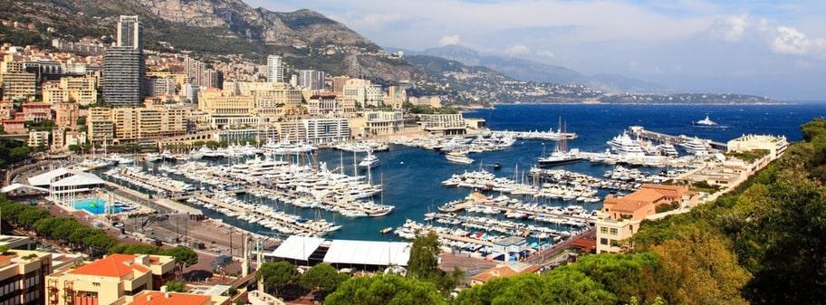 I det lilla landet på 1,95 kvadratkilometer vid Medelhavet trängs cirka 33000 människor. De flesta av dem har en sak gemensamt, de är väldigt förmögna. Vi pratar såklart om Monaco.