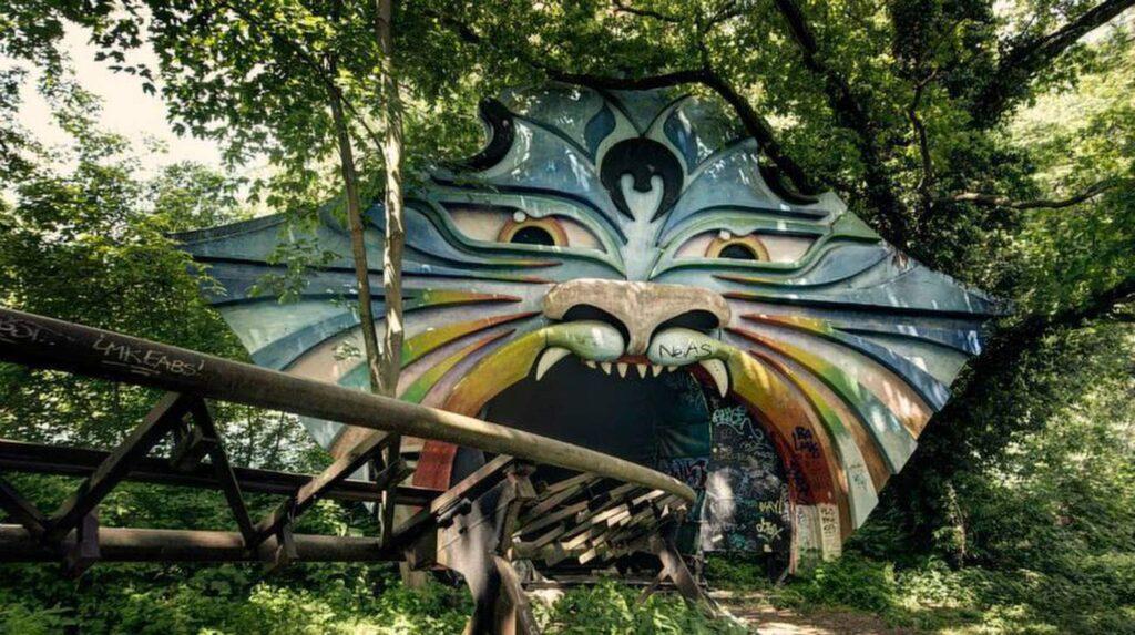 "<p>Nöjespark i Tyskland. Foto: <a target=""_blank"" href=""https://www.facebook.com/media/set/?set=a.619190198161176.1073741935.194936157253251&amp;type=3"">Facebook/RebeccaLitchfieldPhotography</a></p>"
