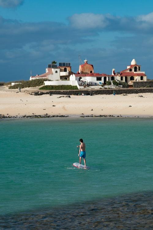 Norr om byn lockar stranden La Concha som med sin lagun och fina sand gärna kunde legat i Karibien.