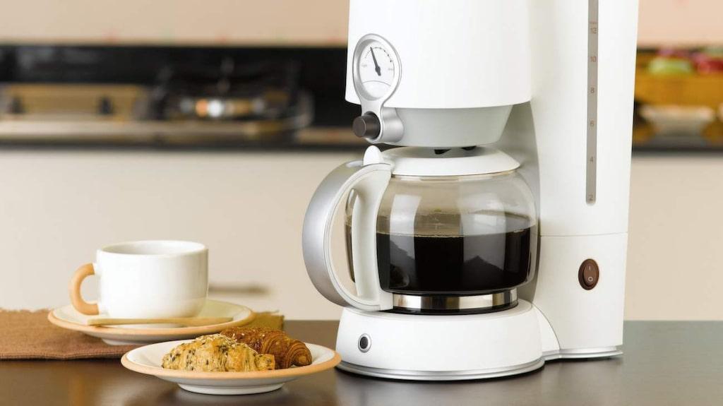De flesta hemmen har en kaffebryggare. Och i många kaffebryggare finns miljontals bakterier.