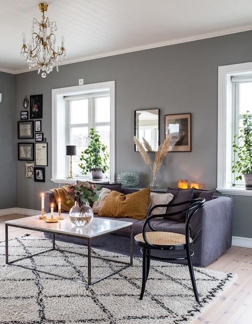 Fransk dramatik och stil i form av pastoralmålningar, marmor och mässing möter svensk skärgårdskänsla.