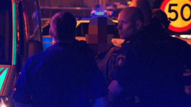 Polisen skot varningsskott mot knivman