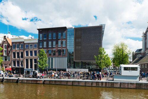 Anne Franks hus och Förintelsemuseet.