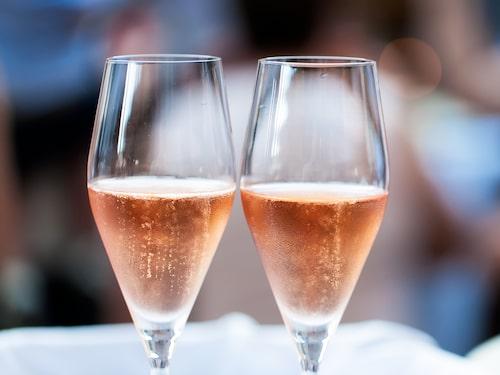 För Gunilla Hultgren Karell blir det italienskt rosa bubbel vid tolvslaget.