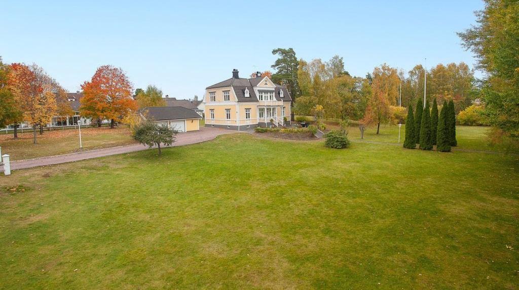 Den över etthundra år gamla Villa Cederblad i Hultsfred ligger nu ute till försäljning på Hemnet.
