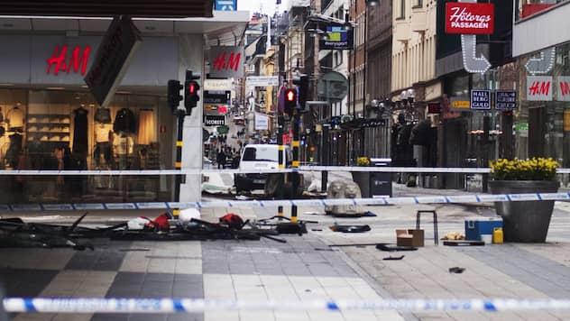 oskyldig eskort tuttar nära Stockholm