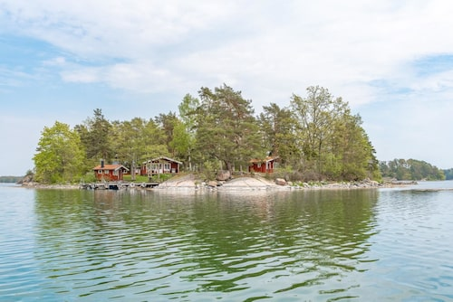 Den privata ön i Gryts skärgård är perfekt för fiskeentusiasten som älskar sjölivet och naturen.