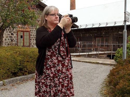 """""""Jag fick en systemkamera av min man. Jag började fota, hittade min kreativitet och sökte en fotoutbildning. I den processen fick jag kontakt med en bra psykolog som tyckte att jag skulle utredas"""", berättar Carola Nyström."""