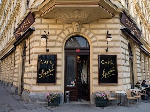 Wien är känt för sina konditorier, ett av dem är Café Sperl.
