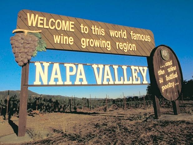 Den berömda skylten i Napa Valley - i det här vindistriktet blir du inte besviken.