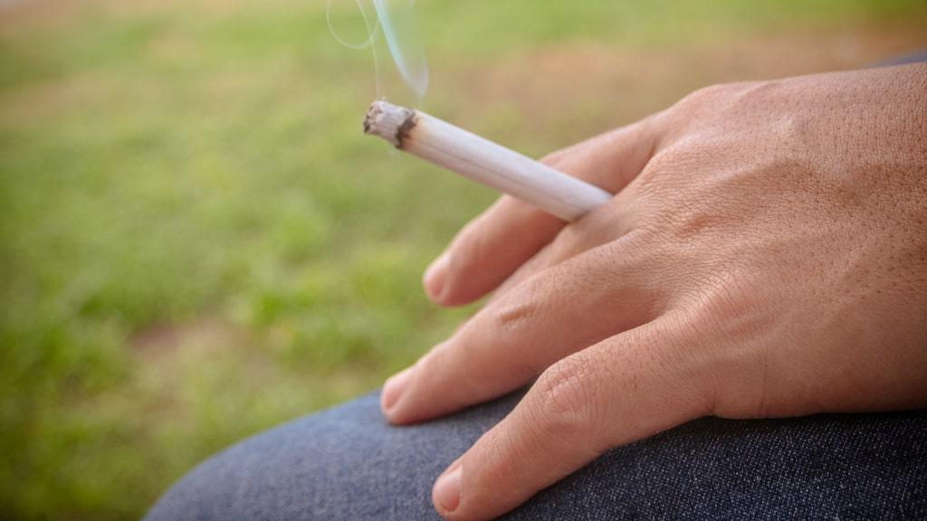 Att röka påverkar chanserna att se yngre ut, negativt.