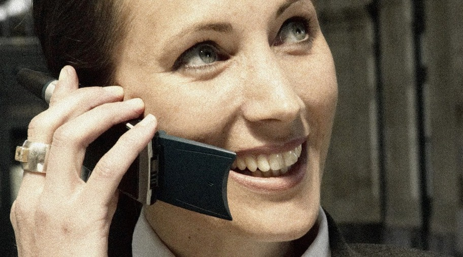 Inget tyder på att strålning från mobiltelefoner är farligt. Men Strålsäkerhetsmyndighetens råd är att ändå använda handsfree.