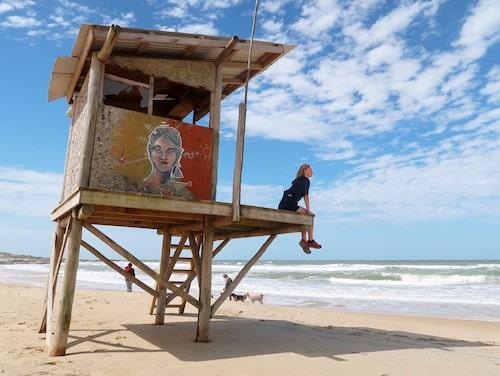 Evelina njuter av solskenet i Uruguay.
