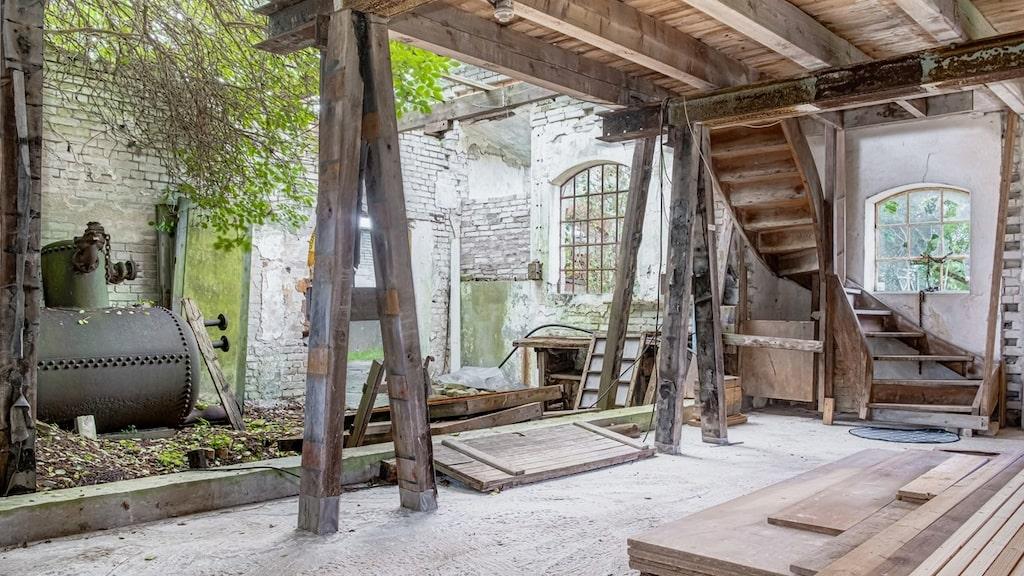 Den gamla fabriken är förstås stängd sedan många år.