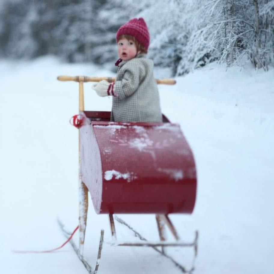 En härlig, rask vinterpromenad med någon du tycker om minskar stressen i kroppen.