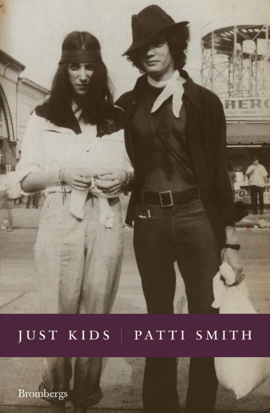 Just Kids av Patti Smith, Brombergs<br>En sirligt och vackert skriven biografi som beskriver artisten och poeten Patti Smiths liv tillsammans med sin själsfrände Robert Mapplethorpe. Ger en stilla och långsam läsupplevelse som både stressar av och väcker skaparlust.