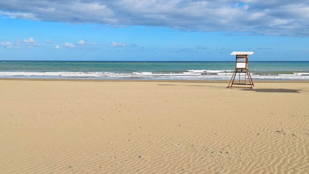 Lugna och långgrunda Playa de San Augustin.